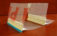 Listwy okapnikowe z siatką służą do dolnej krawędzi elewacji podczas prac dociepleniowych, tynkarskich